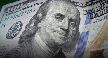 Dólar hoy: el blue bajó $2 y el
