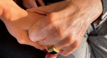 Identifican a un enfermero como el autor del robo del anillo de Menem