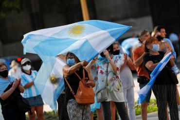 Masiva protesta contra el Gobierno en Plaza de Mayo y distintos puntos del país