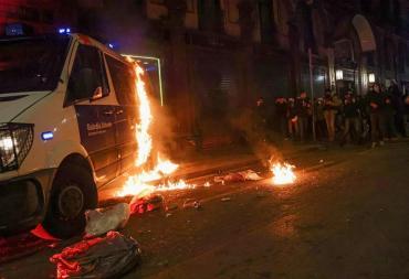 Incidentes y detenidos en protestas en Barcelona por la detención del rapero Pablo Hasél