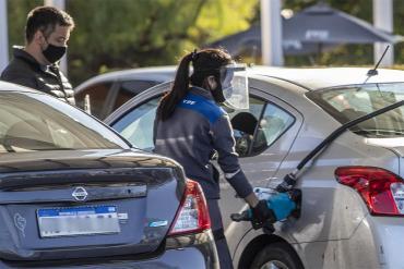 La suba de combustibles pone en jaque las proyecciones de inflación del Gobierno