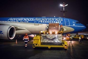 Coronavirus: partió el décimo vuelo de Aerolíneas Argentinas a Moscú para traer vacunas