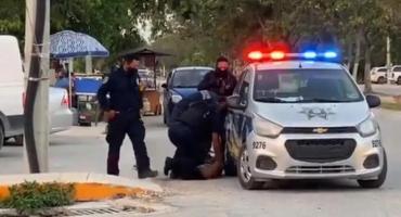 México: un policía asfixió con la rodilla a una mujer hasta matarla en medio de la vía pública