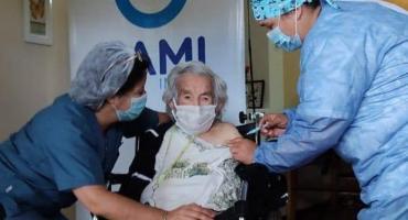 Mar del Plata: Casilda, de 113 años, se convirtió en la cuarta mujer vacunada más longeva del mundo
