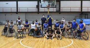 El básquet es uno solo: picado entre jugadores de sillas de ruedas y figuras de nuestras selecciones convencionales