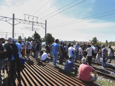 Servicios suspendidos y reducidos en el Tren Roca por una protesta con corte de vías