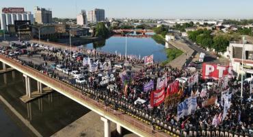 Puente Pueyrredón sigue cortado y aumenta la tensión de los movimientos sociales que reclaman ayuda