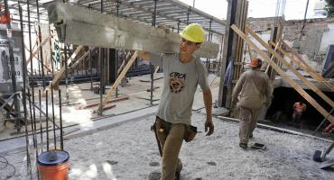 La construcción bajó 3,9% en febrero de 2021 respecto del mes previo y subió 22,7% interanual, según INDEC