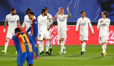 El Real Madrid fue mucho para el Barcelona de Messi y lo derrotó en un Clásico clave para La Liga
