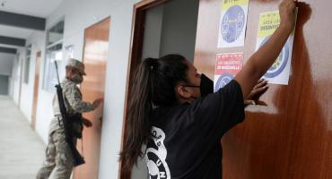 Perú elige presidente y vota en medio de un récord de muertes por coronavirus