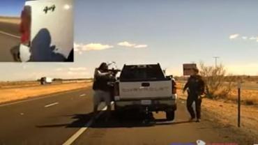Narcotraficante asesina violentamente a un policía frente a las cámaras