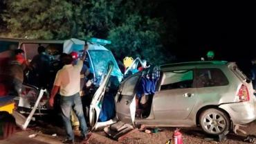 Tragedia en La Rioja: 9 muertos tras violento accidente con choque frontal entre auto y ambulancia