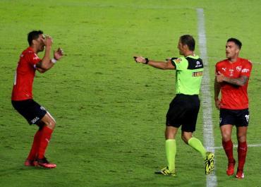 Tras reconocimiento del error de Vigliano, Independiente pidió que se anule el gol de Racing en el Clásico