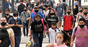 Desmanejo de la pandemia: el Gobierno busca compartir el costo político y llama a las provincias a tomar medidas