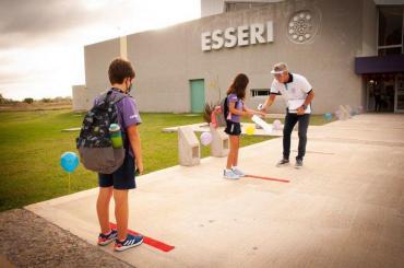 Un colegio de La Plata abrirá el lunes a pesar de las nuevas restricciones contra el coronavirus