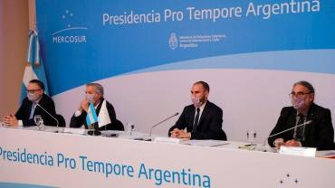 Mercosur convocó a una reunión de emergencia: el Gobierno argentino aseguró que Brasil y Uruguay quieren romper el bloque