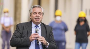 Alberto Fernández entregó viviendas: tras pedir olvidar diferencias criticó el