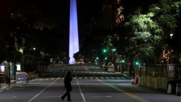 Buenos Aires de noche: bares y restaurentes cerrados, teatros vacíos y una ciudad fantasma