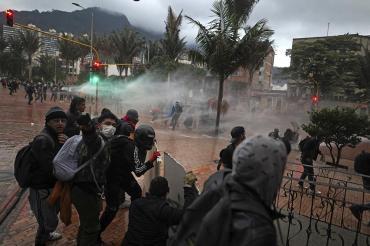 Violencia sin control en Colombia: séptimo día de masivas protestas y feroz represión