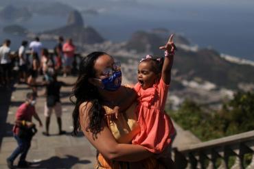 Brasil: experimento demostró que la pandemia puede ser controlada con el 75% de la población vacunada