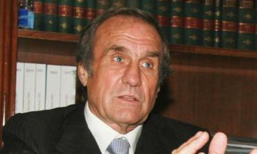 Nuevo parte médico de Carlos Reutemann: se detuvo la hemorragia y sigue estable en terapia intensiva