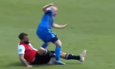 VIDEO IMPACTANTE: tremenda fractura de tobillo de Lucas Pratto jugando para Feyenoord contra el Ajax
