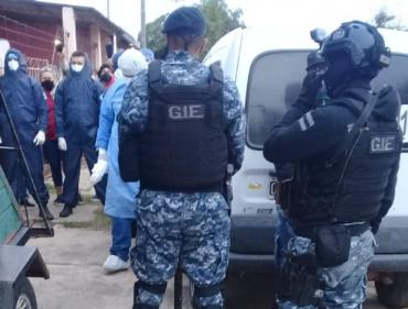 Formosa: tiraron abajo la puerta de la casa de un paciente con coronavirus para llevárselo a la fuerza