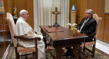 Con la mira puesta en las negociaciones con el FMI, Alberto Fernández se reunió con el papa Francisco