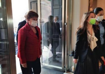 Georgieva dijo que el FMI analizará la propuesta de Argentina de reformar la política de sobrecargos