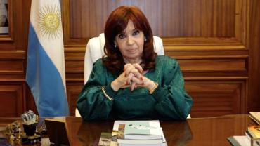 Cristina Kirchner recordó el bombardeo a Plaza de Mayo de 1955 con un video a color del violento ataque