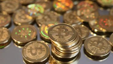 Se desplomó el bitcoin: su valor en el mercado cayó más que todo el PBI de la Argentina
