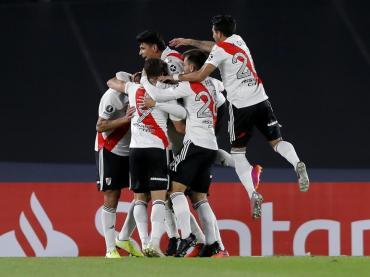 Milagrosa victoria de River con Enzo Pérez en el arco, le ganó 2 a 1 a Independiente Santa Fe