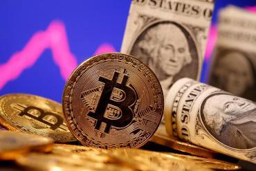 """Expertos anticipan una """"guerra"""" entre un nuevo dólar digital y el Bitcoin"""