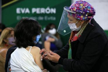 Coronavirus: ¿Qué tomar ante los efectos secundarios tras recibir la vacuna?