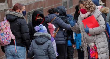 Nueva York comenzará a vacunar a mayores de 12 años en colegios