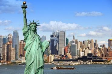 Nueva York requerirá a todos los empleados públicos vacunas o tests semanales de covid-19