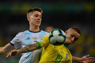 Tras quedar fuera de la Copa América, un club europeo confirmó que comprará el pase de Foyth
