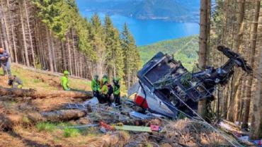 Revelan impactantes videos del teleférico que cayó en Italia y causó la muerte de 14 personas