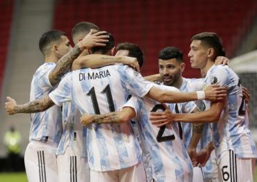 Sin sobrarle nada, Argentina derrotó a Paraguay 1-0 y logró la clasificación a los cuartos de Copa América