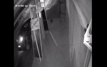 VIDEO: una mujer tuvo que tirarse de un auto para escapar de un secuestro en La Plata