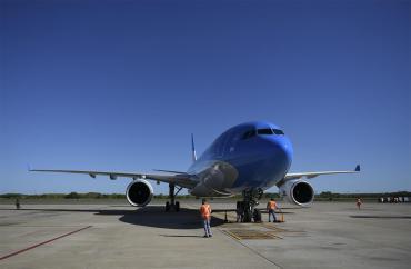 Partió otro vuelo de Aerolíneas Argentinas hacia China en busca de vacunas Sinopharm