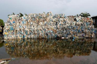 Italia descubre una ruta ilegal de desechos plásticos al Sudeste asiático