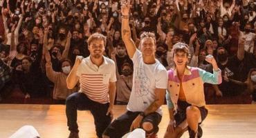 Gimena Accardi y Nico Vázquez volvieron al teatro tras el derrumbe en Miami