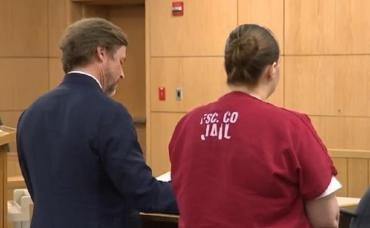 Condenan a 25 años de cárcel a una mujer por la muerte de su hija de dos años: la olvidó dentro del auto
