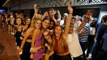Inglaterra anunció que los certificados de vacunación serán obligatorios para ingresar a clubes nocturnos