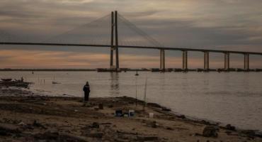 Piden limitar el consumo de agua en siete provincias por la bajante del Paraná