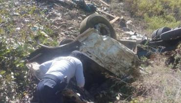 Siete muertos, entre ellos seis niños, al caer una camioneta a un abismo en Perú