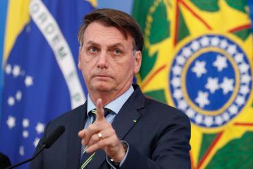 """Bolsonaro volvió a apuntar contra el Gobierno: """"Los argentinos ya están escapando hacia Brasil"""""""