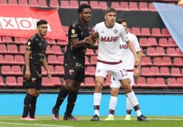 Lanús sigue dulce: goleó a Colón en Santa Fe y quedó líder de la Liga Profesional