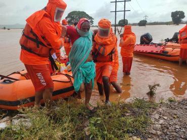 India redobla esfuerzos de rescate tras las lluvias sin precedentes que dejan decenas de muertos